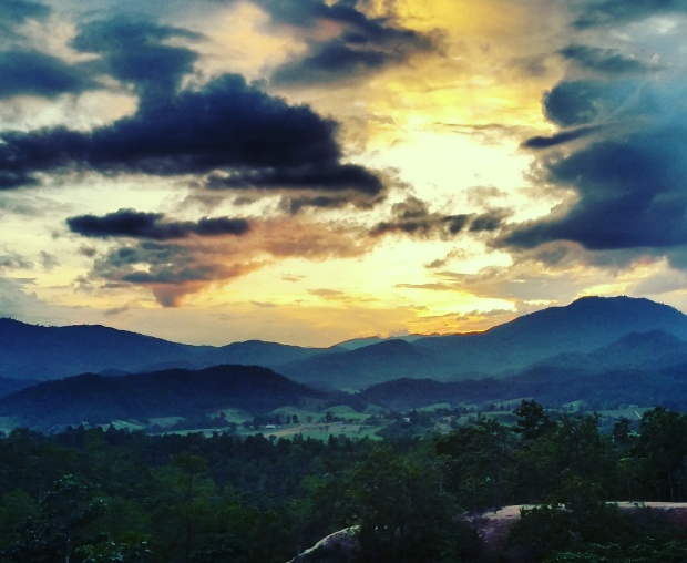 Sunset over Pai Canyon - this view makes braving the crowds worth it